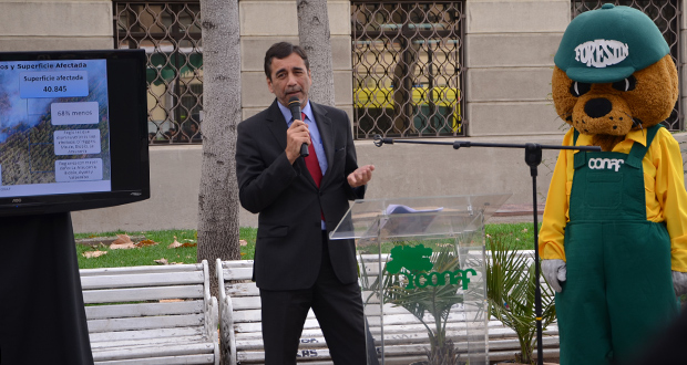 El director ejecutivo de CONAF, Aarón Cavieres, entregó al país, el balance de incendios forestales de la temporada 2015 – 2016.