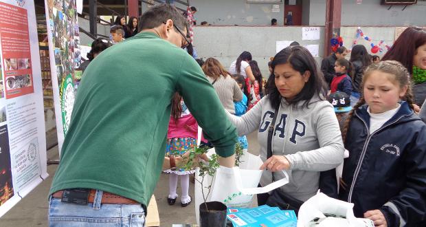 Feria ambiental No + Microbasurales en la población Montedónico del cerro Playa Ancha.