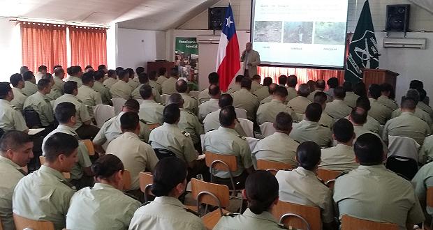 Ante más de 100 carabineros diversos profesionales de CONAF e uniformados entregaron una detallada exposición de diversas materias.