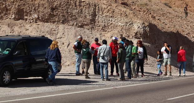 La acción estuvo enfocada en  los turistas que habitualmente se detienen a observar los cactus candelabro de la zona.