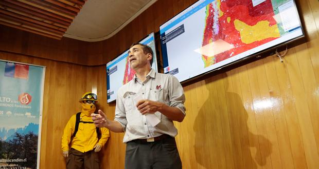 El Director Ejecutivo de CONAF, Aarón Cavieres puntualizó que los equipos no han cesado su trabajo en el combate de los incendios forestales que afectan a nuestro país.