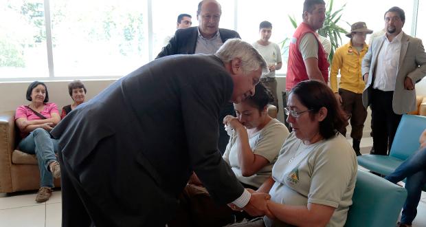 Durante la visita a la región, el secretario de Estado (s) también visitó en la Clínica Lircay a Cristián Poblete de 32 años, uno de los brigadistas accidentados en el incendio.