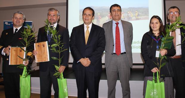 Efectivos del Ejército, Armada y Bomberos también fueron reconocidos por su labor, en una ceremonia encabezada por el Intendente del Biobío, Rodrigo Díaz.