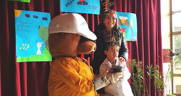 En las ceremonias de celebración del Mes de Medio Ambiente se destacó también que durante el mes de junio Forestín cumple años.