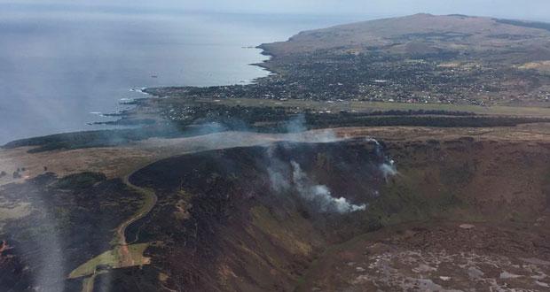 Incendio forestal en Isla de Pascua.