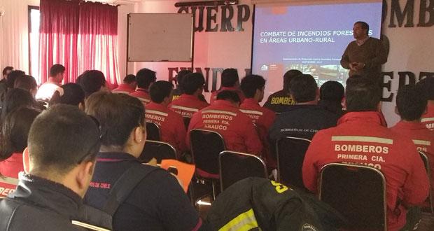 CONAF realizó capacitación en combate de incendios forestales a diversas compañías del Cuerpo de Bomberos de Arauco y un taller sobre prevención de incendios y fiscalización de quemas agrícolas a Carabineros de esa comuna.