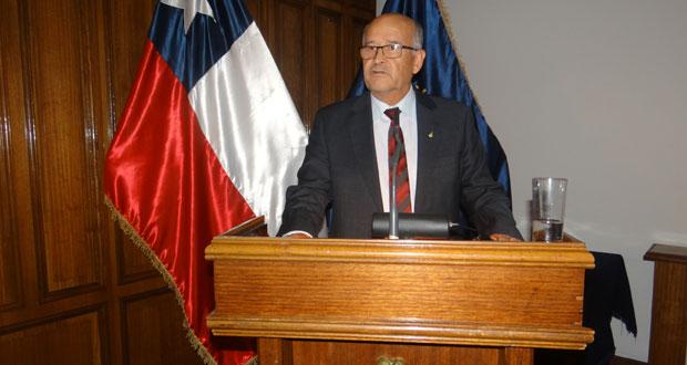 Raúl Molina Bustos, quien durante más de 47 años se desempeñó como jefe zonal del Departamento de Protección Contra Incendios Forestales de CONAF.