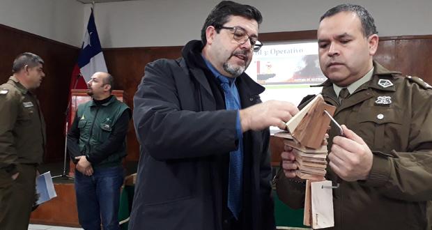 La capacitación se realizó en dependencias de la Primera Comisaría penquista y contó con la presencia del Prefecto de Concepción, coronel Benjamín Piva, y del director regional de CONAF, Juan Carlo Hinojosa.