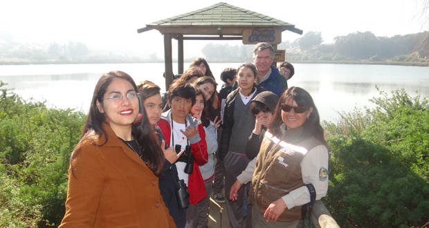 Los pequeños estudiantes, además de observar en terreno la rica avifauna que alberga el entorno protegido, pudieron descubrir más respecto de su historia.