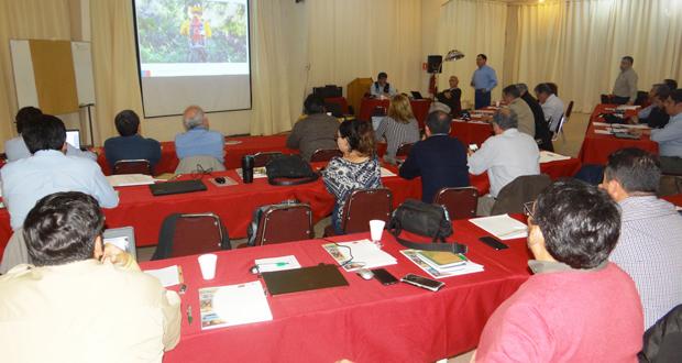 Funcionarios de la Gerencia de Protección contra Incendios Forestales de CONAF sostuvieron una reunión clave en el centro turístico La Campana, en Olmué.