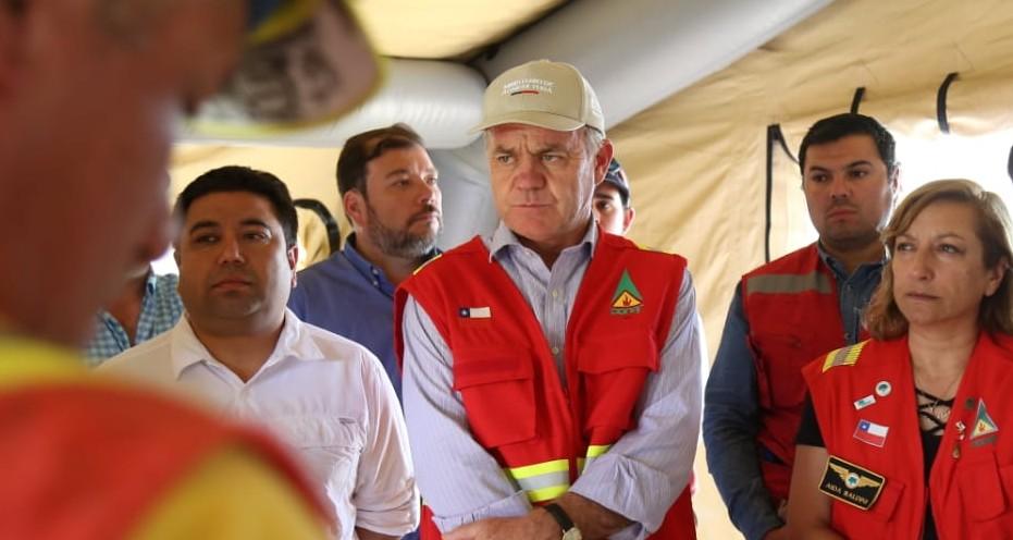 Durante el combate de un incendio forestal que afecta cerca de 290 hectáreas en la comuna de Melipilla, el Ministro de Agricultura, Antonio Walker, realizó un llamado a la prevención.
