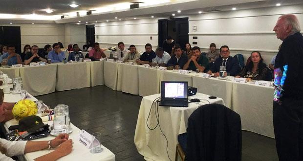 Con una clase magistral del académico Guillermo Julio finalizó el IV Curso Internacional de Gestión en Protección de Incendios Forestales, dictado por profesionales de CONAF.