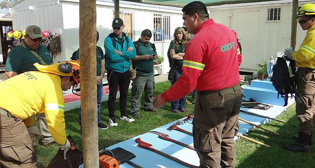Estas jornadas de perfeccionamiento son dirigidas por profesionales de CONAF, en un reconocimiento internacional a la experiencia de la Corporación Nacional Forestal en materia de prevención y combate de este tipo de emergencias.
