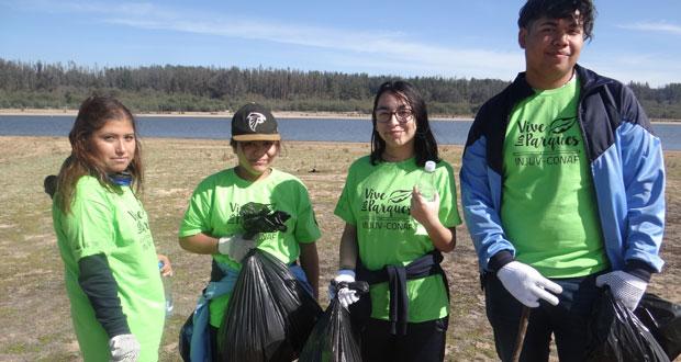 """La iniciativa ecológica se enmarcó en los talleres de educación ambiental """"Cultiva tu Identidad"""", que desarrollan en todo el país CONAF e INJUV."""