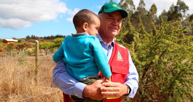 Ministro Walker también anunció que a mediados de julio se dará inicio al Programa de Recuperación Productiva y Ambiental, cuyo objetivo es implementar actividades de recuperación forestal en superficies afectadas por los incendios forestales a partir del 2017.