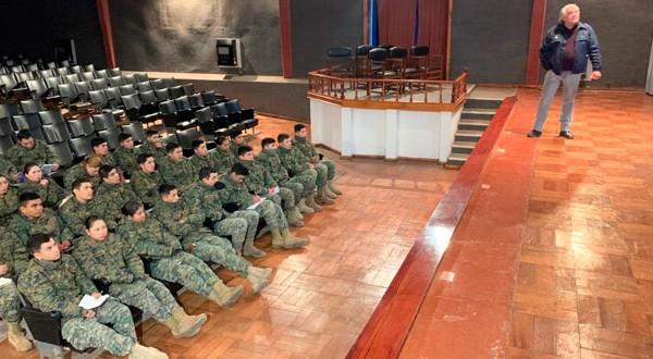 CONAF capacitó a 140 oficiales y soldados conscriptos de la Escuela de Ingenieros Militares de Tejas Verdes, en San Antonio.