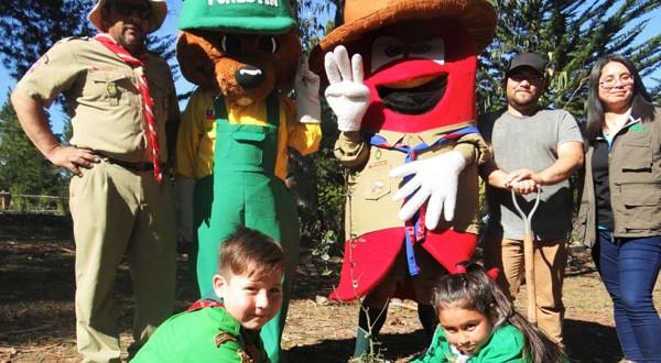 A través de su programa de arborización, CONAF donó un centenar de quillayes (Quillaja saponaria) para la campaña ecológica.