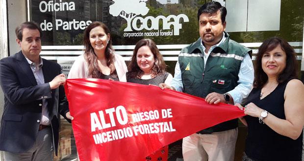 En 19 barreras de control de animales que administra el SAG, entre las regiones de Coquimbo y La Araucanía, serán instalados banderines rojos como advertencia sobre el nivel de riesgo de incendios forestales.